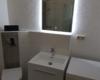 Wandspiegel im WC mit Beleuchtung